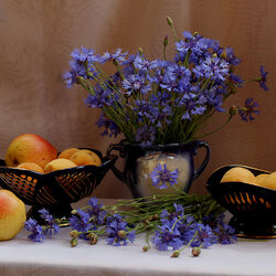 Пазл онлайн: Васильки и фрукты