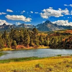Пазл онлайн: Озеро в лесу