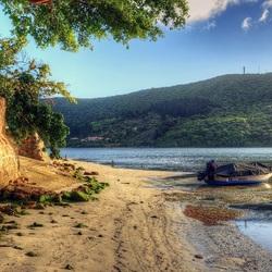 Пазл онлайн: Лодка на берегу