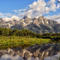 Пазл онлайн: Речка у гор