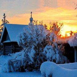 Пазл онлайн: Закат в деревне зимой