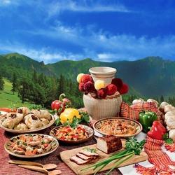 Пазл онлайн: Обед в Карпатах