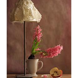 Пазл онлайн: Картина с лампой и гиацинтами
