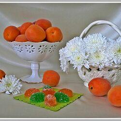 Пазл онлайн: Цветы, абрикосы, мармелад