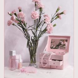 Пазл онлайн: Нежно-розовый этюд
