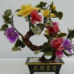Пазл онлайн: Каменная нежность... Цветы из нефрита