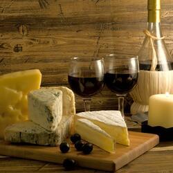 Пазл онлайн: Натюрморт с сыром и вином
