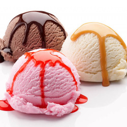 Пазл онлайн: Шоколадное, сливочное, клубничное мороженое
