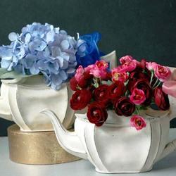 Пазл онлайн: Цветы и чайники