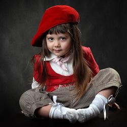 Пазл онлайн: Малышка в красной шапочке