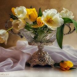 Пазл онлайн: Тюльпаны в красивой вазе