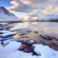 Пазл онлайн: Талый снег на воде