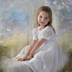 Пазл онлайн: Девочка в белом платье