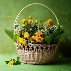 Пазл онлайн: Корзина с желтыми розами и ландышами