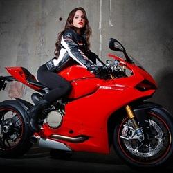 Пазл онлайн: На мотоцикле