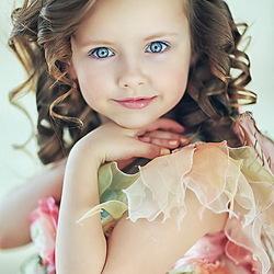 Пазл онлайн: Девочка с розой