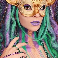 Пазл онлайн: Девушка в маске