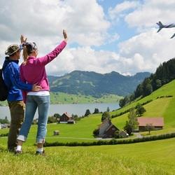 Пазл онлайн: Улетающий вдаль самолёт