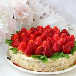 Пазл онлайн: Торт «Клубничный восторг»