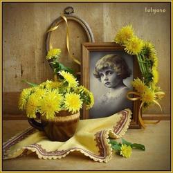 Пазл онлайн: Натюрморт с фото в жёлтых тонах