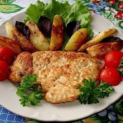 Пазл онлайн: Куриная отбивная с жареным картофелем и овощами
