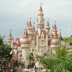Пазл онлайн: Игрушечный замок