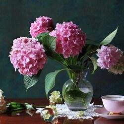 Пазл онлайн: Ваза с цветами гортензии