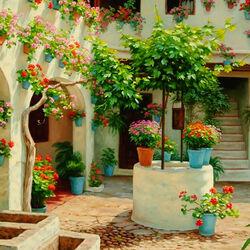 Пазл онлайн: Внутренний дворик в цветах