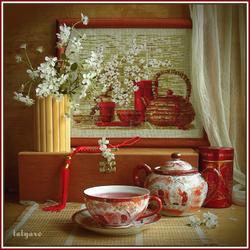Пазл онлайн: Натюрморт с вышивкой и чаем