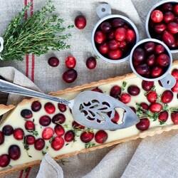 Пазл онлайн: Десерт с клюквой