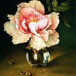 Пазл онлайн: Цветок в стеклянной вазе и орехи