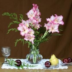 Пазл онлайн: Гладиолусы и фрукты