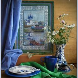 Пазл онлайн: Натюрморт с вышивкой и гжельской вазой