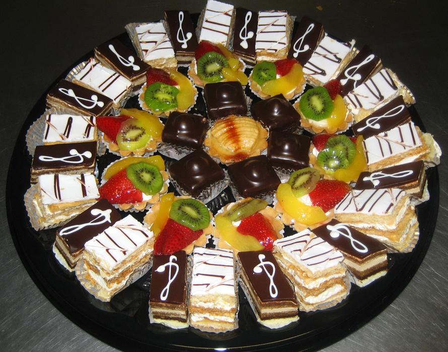 качества картинка торты и угощения возникают