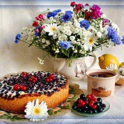 Пазл онлайн: Чай с пирогом