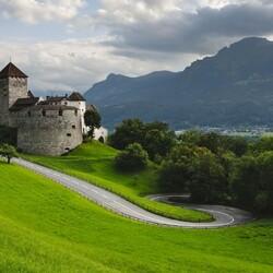 Пазл онлайн: Замок на холме