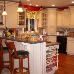 Пазл онлайн: Кухня с барной стойкой