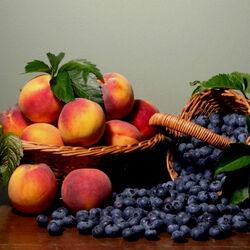 Пазл онлайн: Персики и черника