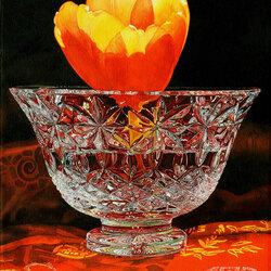 Пазл онлайн: Тюльпан в хрустальной вазе