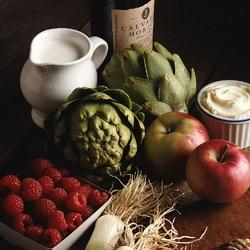 Пазл онлайн: Натюрморт с артишоками, яблоками и малиной