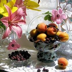 Пазл онлайн: Ежевика и абрикосы
