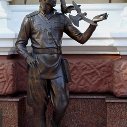 Пазл онлайн: Памятник сотрудникам угрозыска