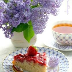 Пазл онлайн: Сливочный кекс с клубникой