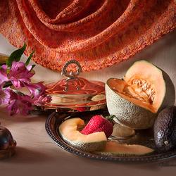 Пазл онлайн: Натюрморт с дыней и авокадо