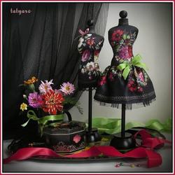 Пазл онлайн: Цветы и шкатулка