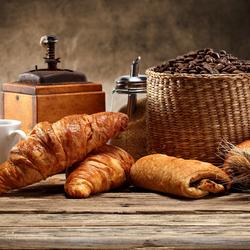 Пазл онлайн: Кофе и круассаны