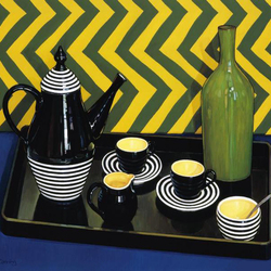 Пазл онлайн: Чайный сервиз и зеленая ваза