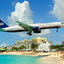 Пазл онлайн: Самолет на пляжем