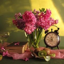 Пазл онлайн: Натюрморт с розовыми гиацинтами