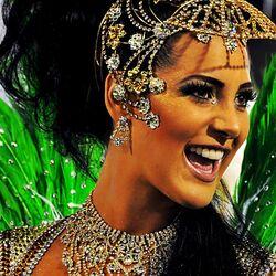 Пазл онлайн: Девушка в карнавальном наряде
